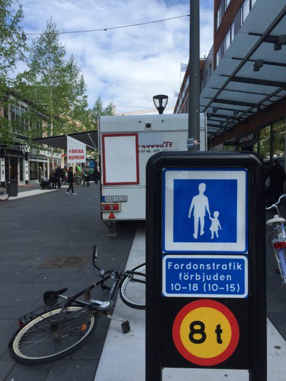 Ingen cykelförbudsskylt vid gågatan