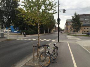 Storgatan Västra Strandgatan. Tvärstopp för cykelvägen